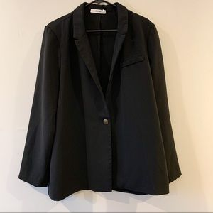 ⭐️5/$25 NWOT JustFab Black Single Button Blazer